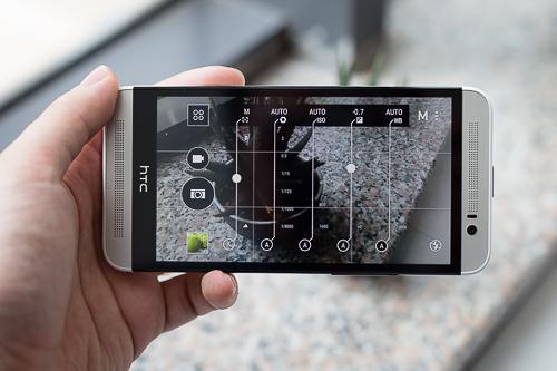 Camera trên One E8 nhiều tính năng, có chế độ chụp chỉnh tay Manual và một số tính năng như One M9.