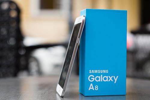 Pin dự phòng MiLi Power: Mở hộp Galaxy A8 – smartphone mỏng nhất của Samsung