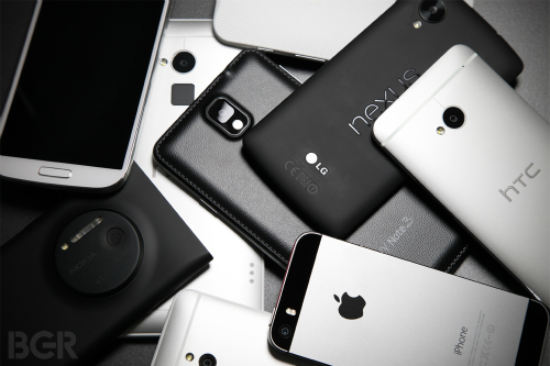 Nhiều người dùng giờ tìm đến các smartphone cao cấp đời cũ giá rẻ, thay vì mua smartphone đời mới vừa ra.