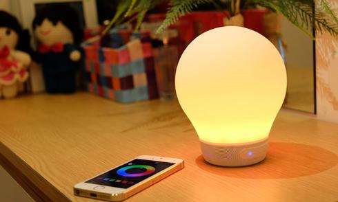 Đèn thông minh kiêm loa di động điều khiển qua iPhone