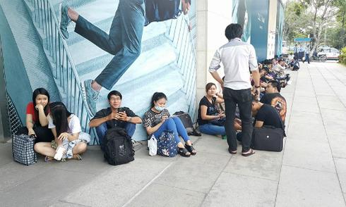 Người dùng TP HCM đợi mua Galaxy Note 5 từ chiều nay
