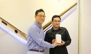 Tổng Giám đốc Samsung VN trao Note 5 đầu tiên tại TP HCM