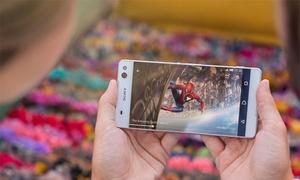 Smartphone màn hình 4K: Điên rồ hay đột phá