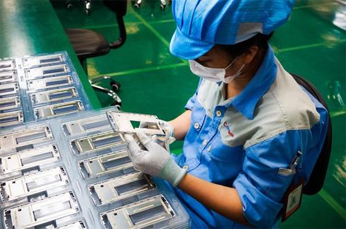 Bphone, một sản phẩm có thể coi là smartphone thuần đầu tiên của Việt Nam