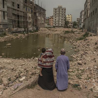 Ismail Ferdous chụp chân dung người thân của những công nhân đã tử nạn trong vụ sập tòa nhà Rana Plaza ở Bangladesh khiến hơn 1.100 người chết.