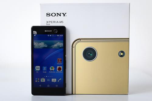 Điểm nổi bật nhất ở Xperia M5 Dual chính là camera và Sony đã thể hiện điều này ngay ở vỏ hộp sản phẩm.