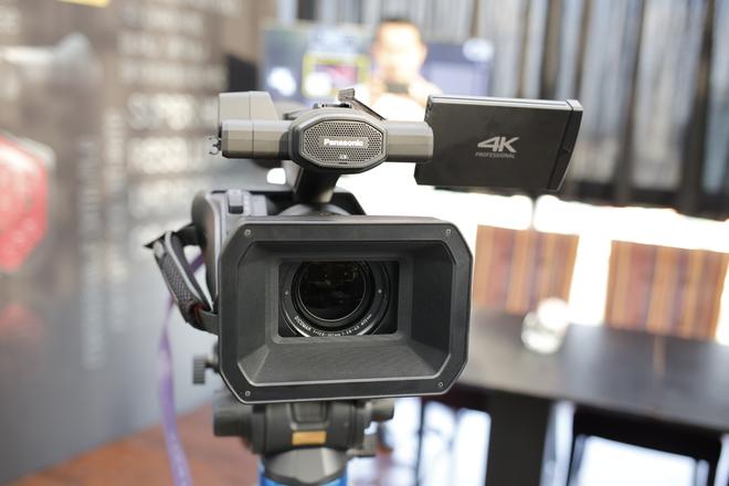 Panasonic ra mắt máy quay chuyên nghiệp 4K