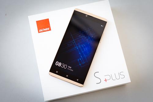 5-smartphone-tinh-nang-doc-dao-gia-mem-vua-ve-viet-nam-3