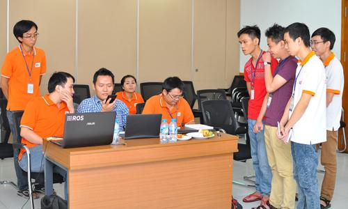 Đội 3TM đang trình diễn ứng dụng trong vòng bán kết.