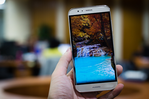 Huawei G7 Plus là mẫu smartphone tầm trung có màn hình đẹp.