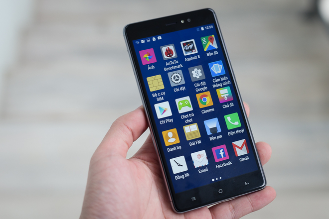 Phablet Android giá rẻ, pin lớn 3.000 mAh