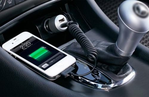 Sạc trên xe hơi rất quan trọng trong thời đại của smartphone.