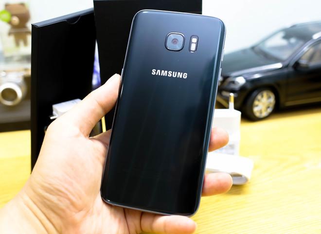 Mở hộp Samsung Galaxy S7 edge tại Việt Nam