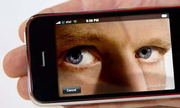 Apple lo ngại người dùng iPhone bị theo dõi qua camera