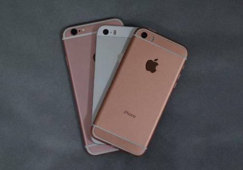 Sản phẩm có thể là iPhone SE được đặt trên iPhone 5s và iPhone 6s. Ảnh: Beep.