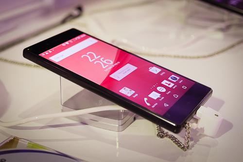 10-smartphone-cao-cap-vua-giam-gia-manh-1