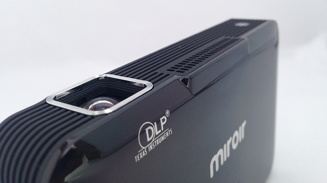 Máy chiếu 100 inch nhỏ gọn như ổ cứng di động
