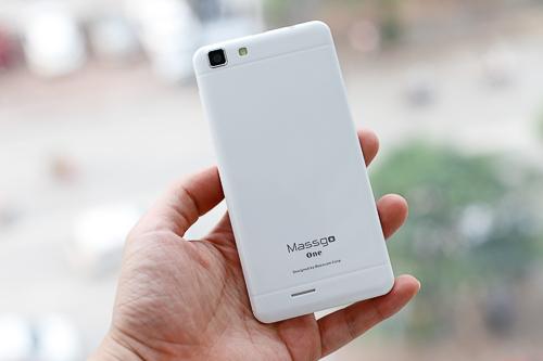 Máy vẫn còn những hạn chế đặc trưng ở dòng smartphone phổ thông như dùng chủ yếu chất liệu nhựa, nhiều chi tiết chưa sắc nét hay dãy phím cảm ứng phía trước không có đèn nền.