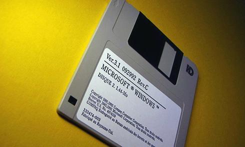 Hệ thống máy tính hạt nhân của Mỹ vẫn dùng đĩa mềm