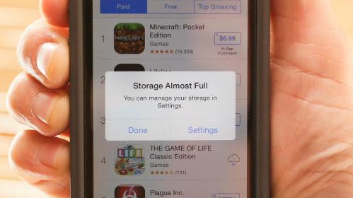 Dung lượng 16GB trên iPhone bị phàn nàn không đủ dùng.