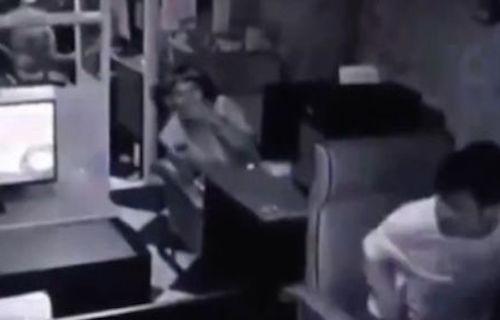 Video chủ quán Internet 'xì hơi' đuổi khách hot nhất Internet tuần qua