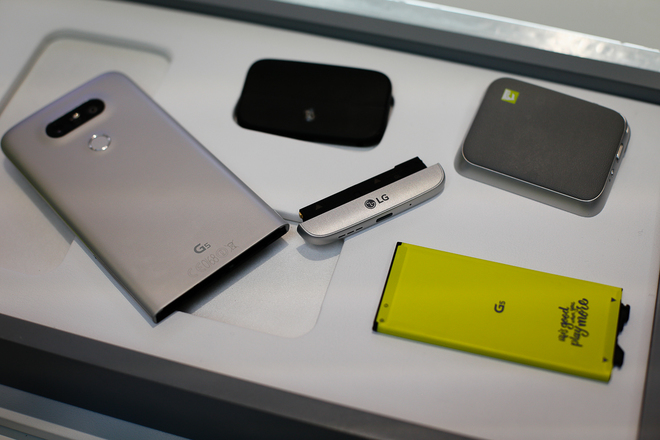 5 smartphone độc đáo nhất nửa đầu 2016