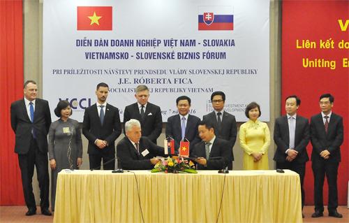 FPT cũng ký thỏa thuận hợp tác với Viện nghiên cứu Tin học Slovakia (IISAS)