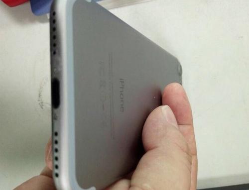mo-hinh-iphone-7-cho-thay-apple-se-bo-cong-3-5-mm-1