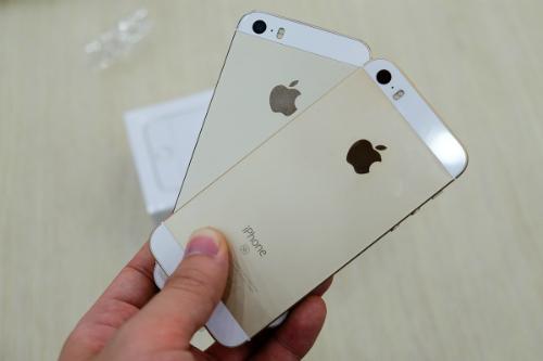 iPhone SE có thiết kế giống hệt với 5s, ra mắt từ 2013.