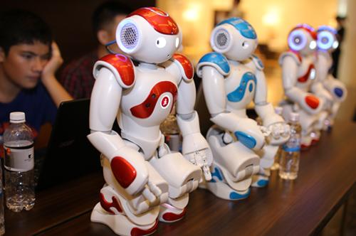 robot-lan-dau-duoc-ung-dung-trong-giao-duc-tai-viet-nam-2