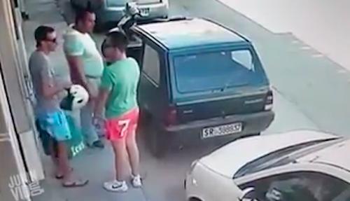 Video chồng phát hiện vợ hành hạ con gây chú ý Internet tuần qua