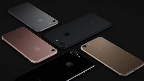 iphone-7-va-7-plus-mau-den-chay-hang-sau-20-phut-1