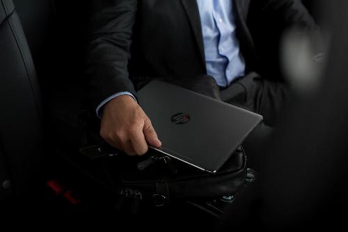 laptop-cho-doanh-nhan-mong-hon-ca-mot-vien-pin-aabai-xin-edit