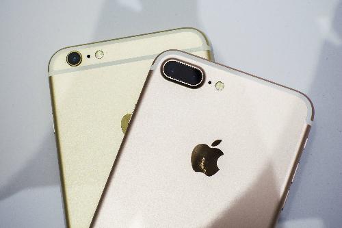 iPhone 7 Plus và phiên bản màu đen bóng Jet Black vẫn khan hàng và bị hét giá.