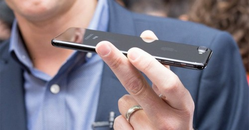 iphone-7-plus-mau-den-bong-bi-dy-gia-toi-50-trieu-dong-2