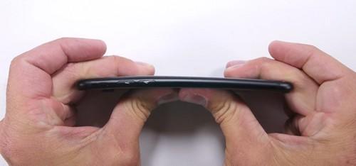 iphone-7-khong-de-bi-be-cong-man-hinh-kho-tray-xuoc