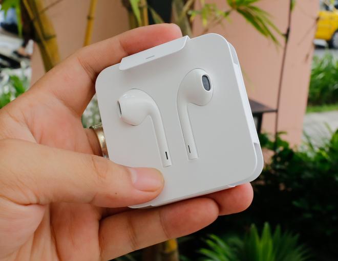 iPhone 7 Plus đầu tiên về Việt Nam, giá gần 38 triệu đồng