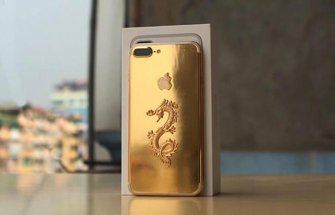 Bộ đôi iPhone 7 rồng vàng giá gần trăm triệu đồng