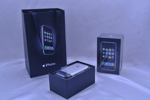 iphone-2g-duoc-rao-gia-tram-trieu-dong