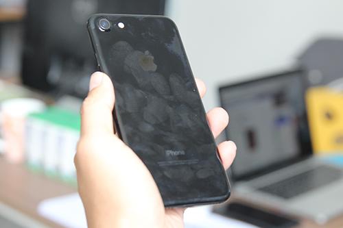 nhung-chiec-iphone-7-xau-xi-trong-apple-store-2