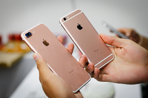 iPhone 7 và 7 Pllus hàng xách tay năm nay rớt giá nhanh hơn các năm trước.