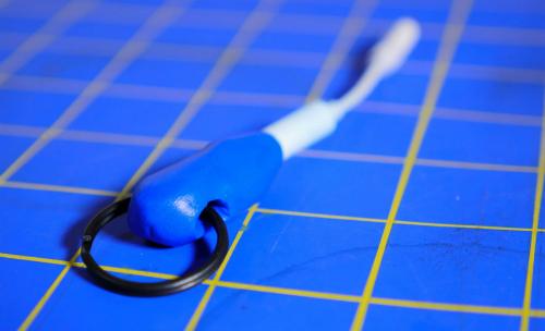 Tự tạo móc khóa kiêm thiết bị giữ adapter tai nghe iPhone 7