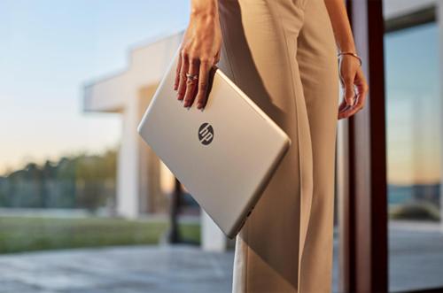 laptop-thoi-trang-cho-dan-cong-so-1