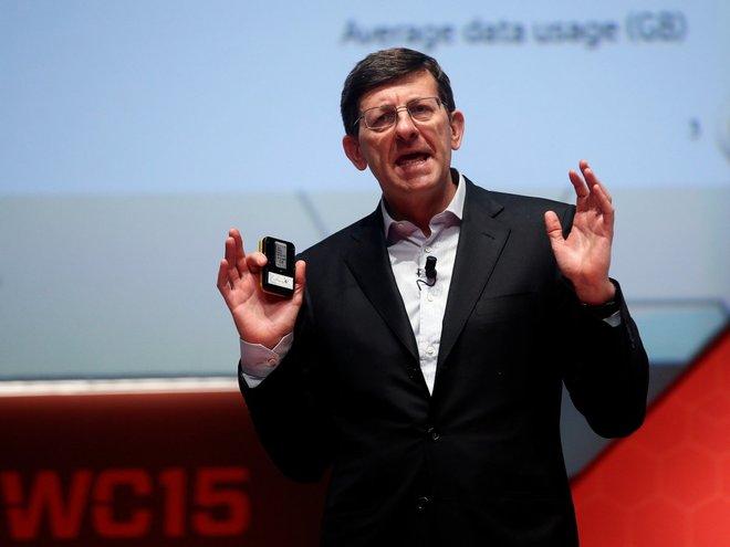Vittorio Colao, CEO Vodafone, thường dậy lúc 6h, tập thể dục, ăn sáng và sau đó làm việc tới tận 22h45, trừ lúc dùng bữa tối với gia đình. Ông thường đi ngủ vào 23h30.