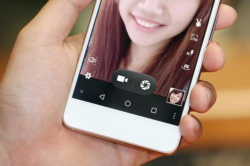 mobiistar-ra-mat-smartphone-chuyen-selfie-cho-tuoi-20-1