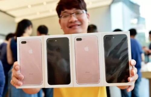 Các nhà bán lẻ ra thông báo phải tới 10/11 iPhpne 7 và 7 Plus mới chính thức được bán ở Việt Nam, thay vì 15/10 như dự kiến.