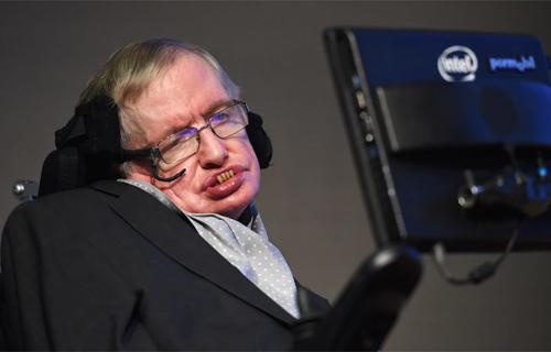 Stephen Hawking lo ngại trí tuệ nhân tạo sẽ vượt tầm kiểm soát của con người. Ảnh: EPA