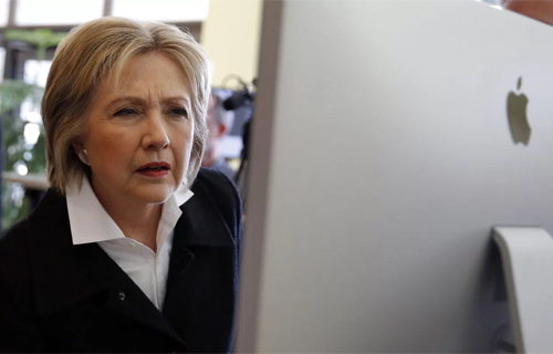 Bà Hillary Clinton không đam mê công nghệ. Ảnh: Reuters