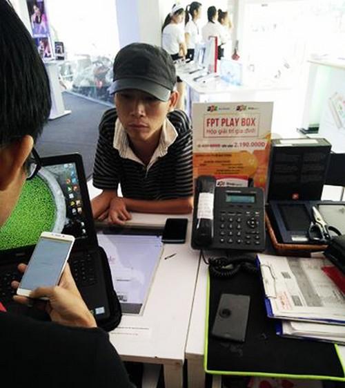 dung-hon-21-trieu-dong-tien-le-di-mua-iphone-7-1
