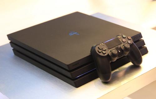 PS4 mới (Slim) và PS4 Pro được bán tại Việt Nam với giá từ 8,99 triệu.